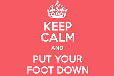 Put your foot down — перевод и использование