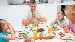 Молитвы До и После еды — текст на английском языке