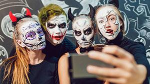 Статусы на Halloween для соц. сетей на английском